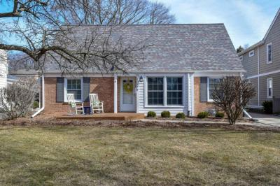 Photo of 6016 N Lydell Ave, Whitefish Bay, WI 53217