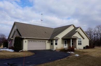 100 Eagles Cove Cir, North Prairie, WI 53153
