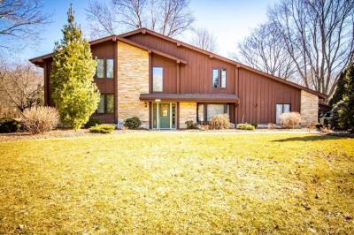 Photo of 8735 W Meadow Ln, Franklin, WI 53132