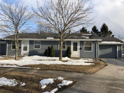Photo of 901-903 Sunset Ct, Two Rivers, WI 54241