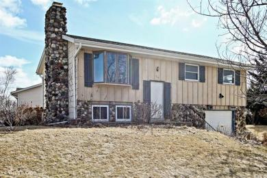 919 Clear View Dr, West Bend, WI 53090