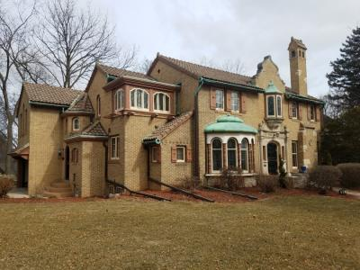 Photo of 6614 Hillcrest Dr, Wauwatosa, WI 53213