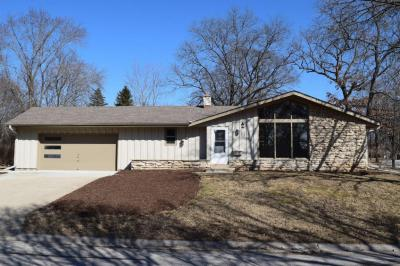 Photo of 5315 Robin Dr, Greendale, WI 53129