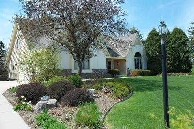 Photo of 5015 S Nicolet Dr, New Berlin, WI 53151