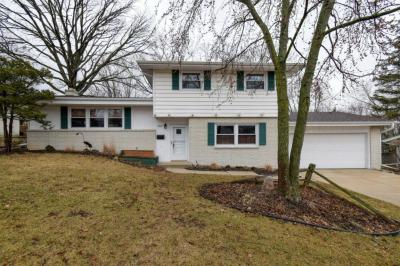 Photo of 5315 Olympia Ln, Greendale, WI 53129