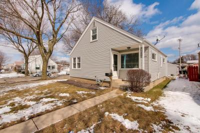 Photo of 2204 S 109th St, West Allis, WI 53227