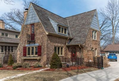 Photo of 820 E Lake Forest Ave, Whitefish Bay, WI 53217