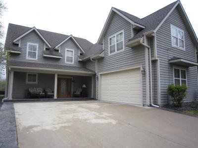 Photo of 727 S 6th St, Silver Lake, WI 53170
