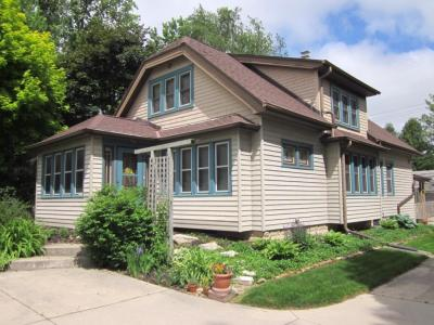 Photo of 9516 W Coldspring Rd, Greenfield, WI 53228