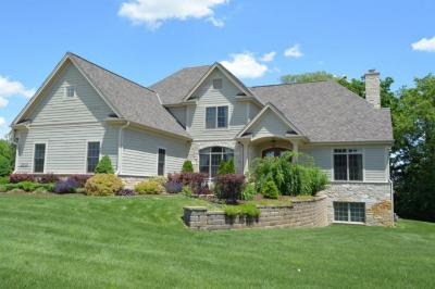 Photo of 2000 Carriage Hills Dr, Delafield, WI 53018