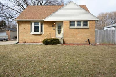 Photo of 819 S 102nd St, West Allis, WI 53214