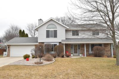 Photo of 3930 S Cavendish Rd, New Berlin, WI 53151