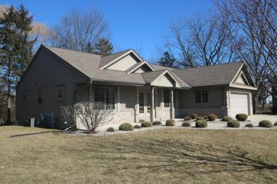 Photo of 12810 W Peachtree Dr, New Berlin, WI 53151