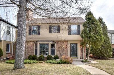 Photo of 5442 N Hollywood Ave, Whitefish Bay, WI 53217