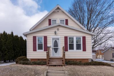 Photo of 519 Fifth St, Hartford, WI 53027