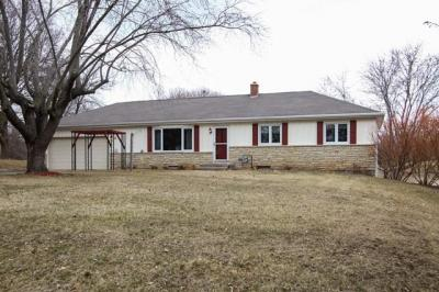 Photo of N23W35042 Valleyview Ln, Pewaukee, WI 53072