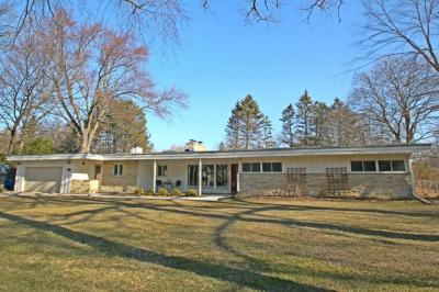 Photo of 15200 Westover Dr, Elm Grove, WI 53122