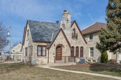 Photo of 871 S 76th St, West Allis, WI 53214