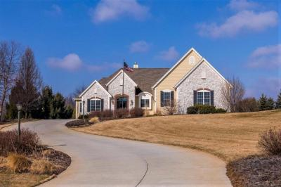 Photo of 449 Harvest Moon Ct, Richfield, WI 53017