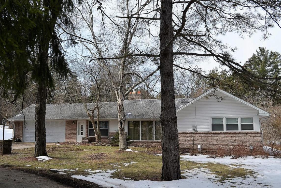 W270 S3641 Merrill Hills Rd, Waukesha, WI 53189