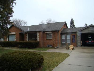 Photo of 5350 S Tuckaway Dr, Greenfield, WI 53221