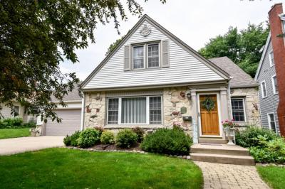 Photo of 541 Elm Spring Ave, Wauwatosa, WI 53226