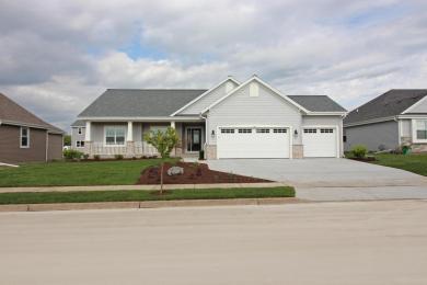 1441 Prairie Creek Blvd, Oconomowoc, WI 53066
