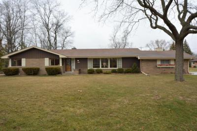Photo of 12030 Parkview Ln, Hales Corners, WI 53130