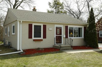 Photo of 6012 Clover Ln, Greendale, WI 53129