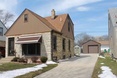 Photo of 2906 E Allerton Ave, St Francis, WI 53235