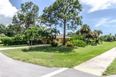 802 93rd Ave N, Naples, FL 34108