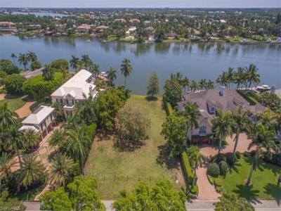 Photo of 635 Kings Town Dr, Naples, FL 34102