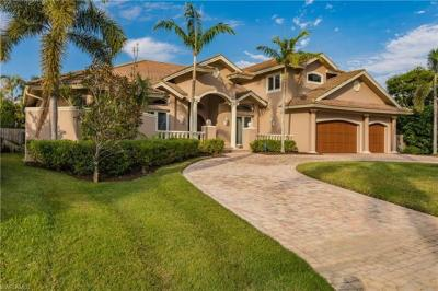 Photo of 475 Wedge Dr, Naples, FL 34103