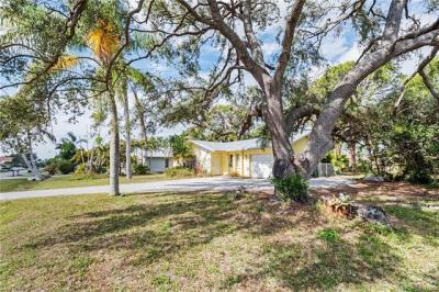 Photo of 667 104th Ave N, Naples, FL 34108