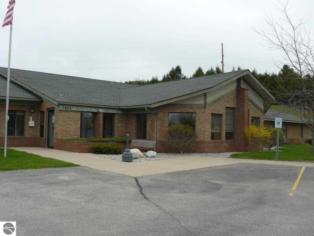 7401 E Duck Lake Road, Lake Leelanau, MI 49653