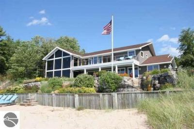 Photo of 10105 Kay Ray Road, Williamsburg, MI 49690