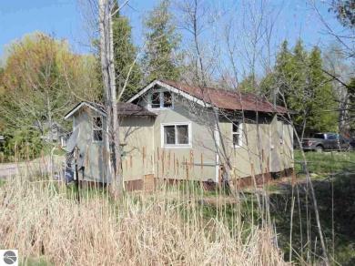 6421 E Hohnke Road, Lake Leelanau, MI 49653