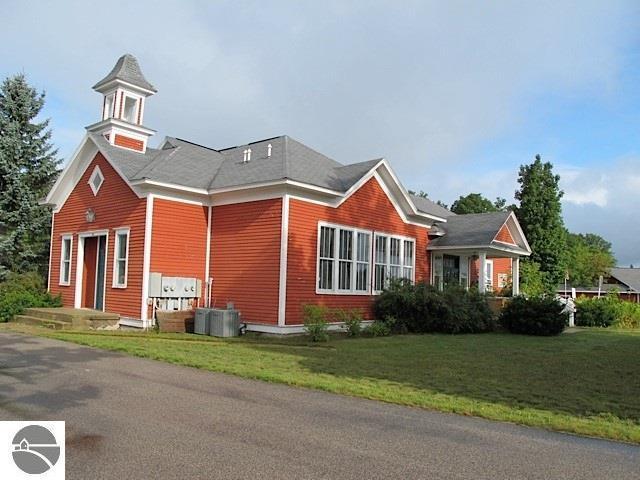 172 W Burdickville Road, Maple City, MI 49664