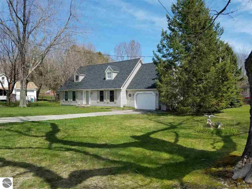 560 Bellows Avenue, Frankfort, MI 49635