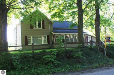8496 S Maple Street, Maple City, MI 49664