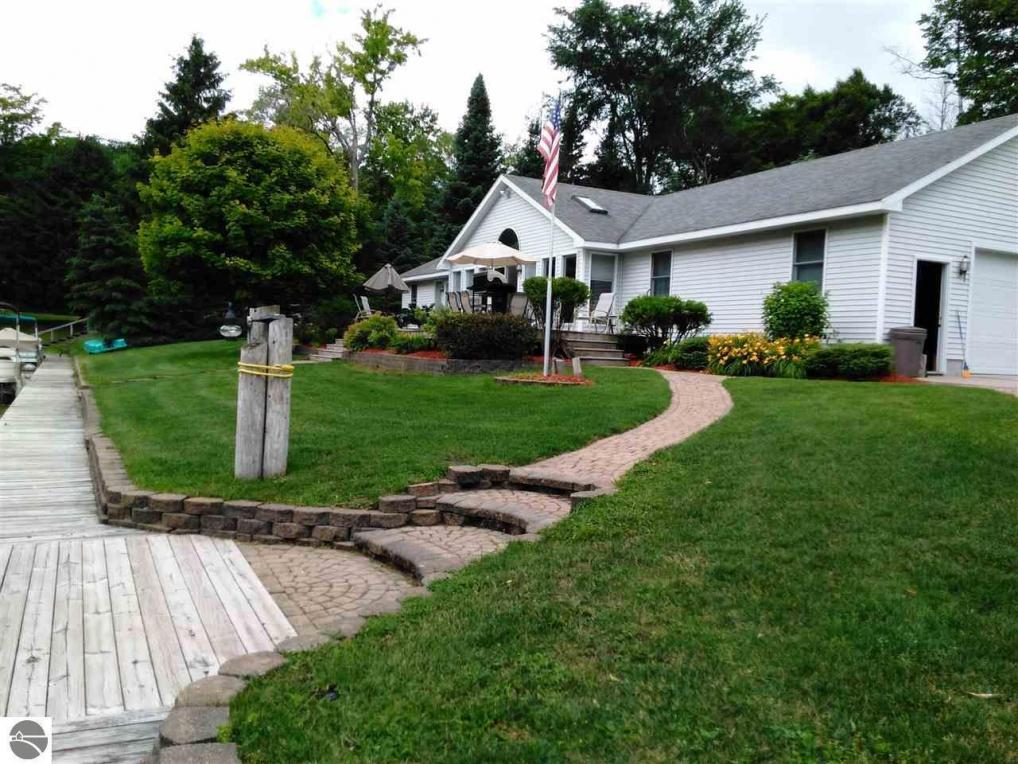 6001 N Silver Pines Drive, Bellaire, MI 49615