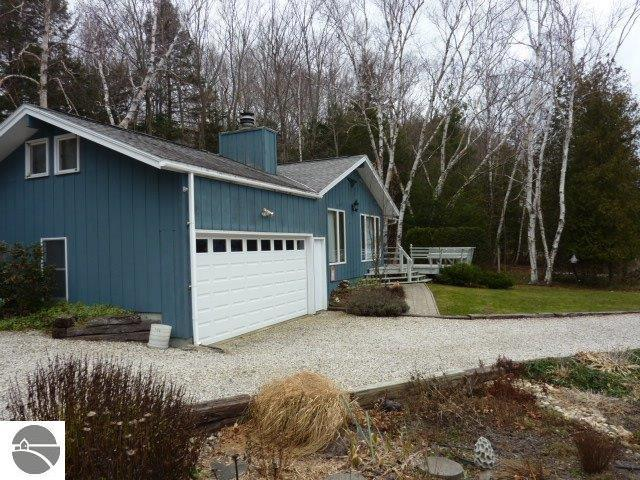 1281 South Shore Road, Frankfort, MI 49635