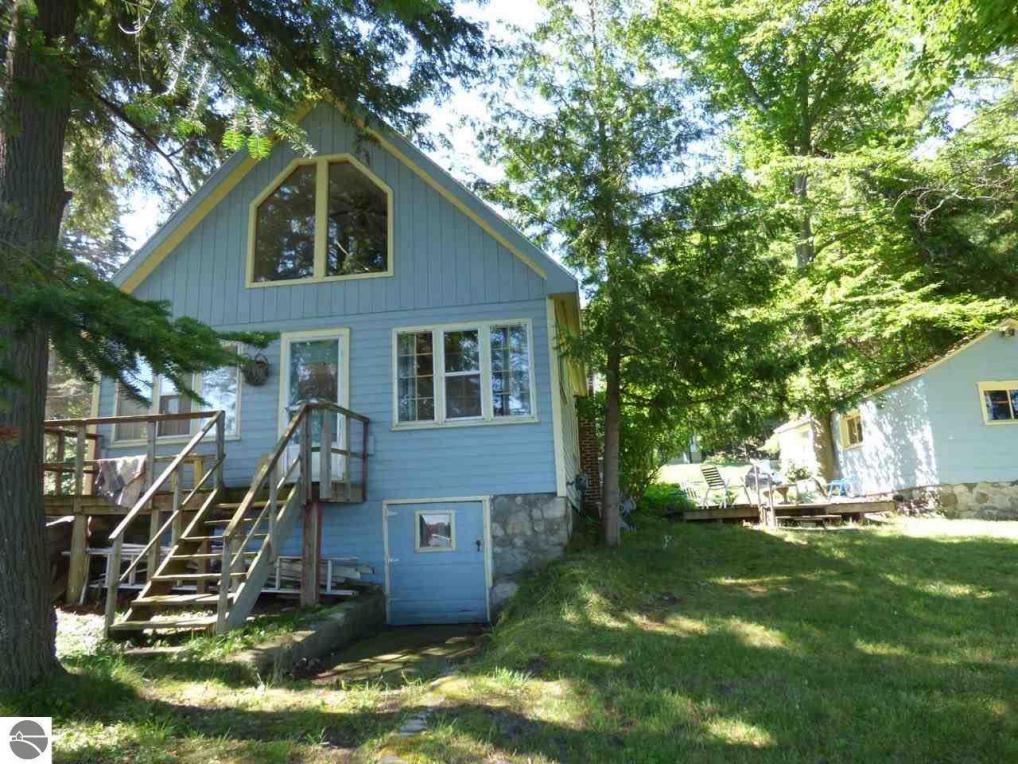 7133 Crystal Springs Road, Bellaire, MI 49615