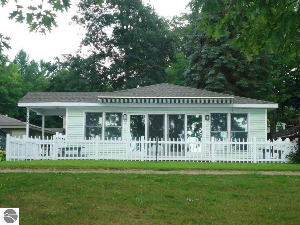 705 Sam-o-set Boulevard, Higgins Lake, MI 48627