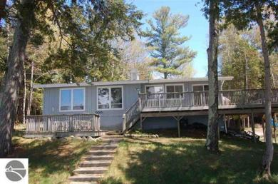 8875 Simmons Bluff Drive, Ellsworth, MI 49729