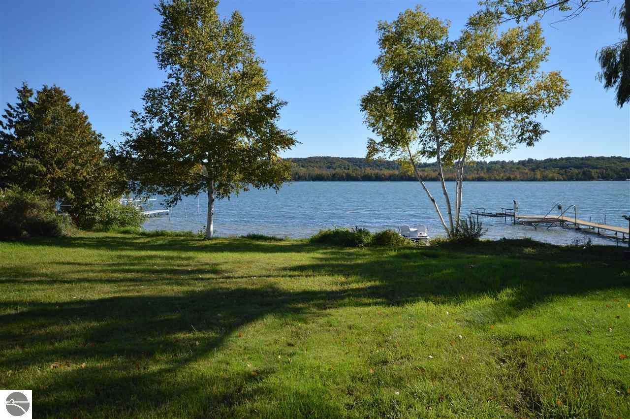Mls 1824446 2181 s lake shore drive lake leelanau mi for Lake leelanau fishing