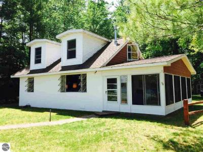 Photo of 4511 Lakeview Drive, Interlochen, MI 49643