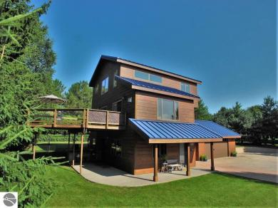 110 W Terrace Lane Commons, Leland, MI 49654