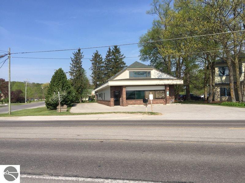 13606 S West Bayshore Drive, Traverse City, MI 49684