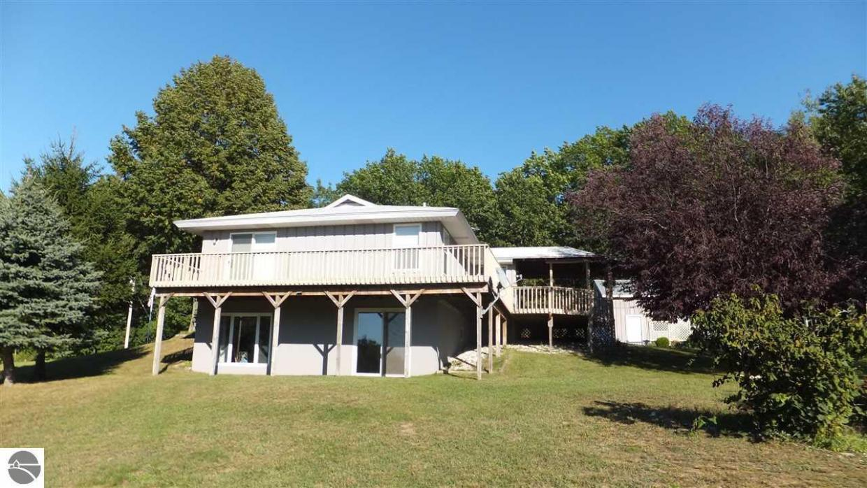 9733 Martin Road, Honor, MI 49640